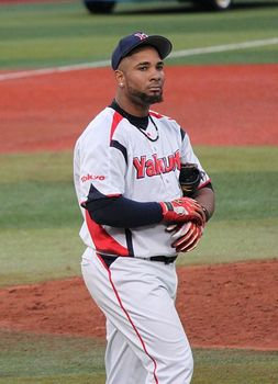433px-20120503_Wladimir_Balentien,_outfielder_of_the_Tokyo_Yakult_Swallows,_at_Yokohama_Stadium.JPG
